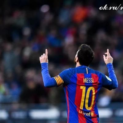 Стал известен размер заработной платы , которую «Барселона» готова платить Месси поновому договору