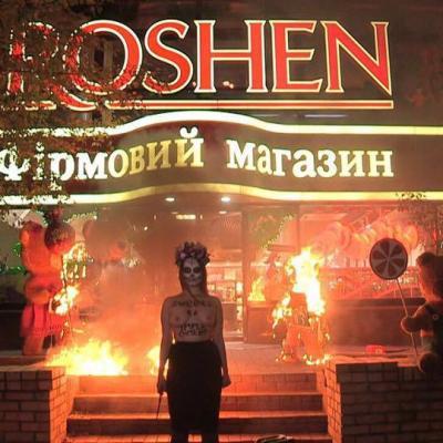 Femen устроили вмагазине Рошен наКрещатике «черную пятницу»