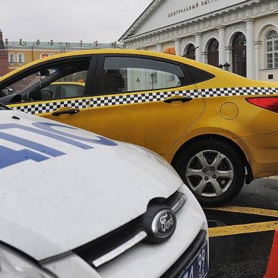 Вцентре столицы таксист врезался впешеходов, пострадали восемь человек