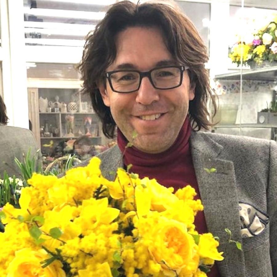Малахов с цветами