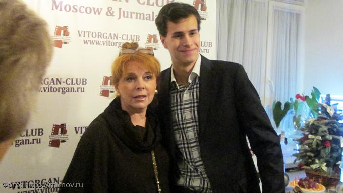 Пожила, дай идругим: дочь приказала Новиковой освободить элитную квартиру