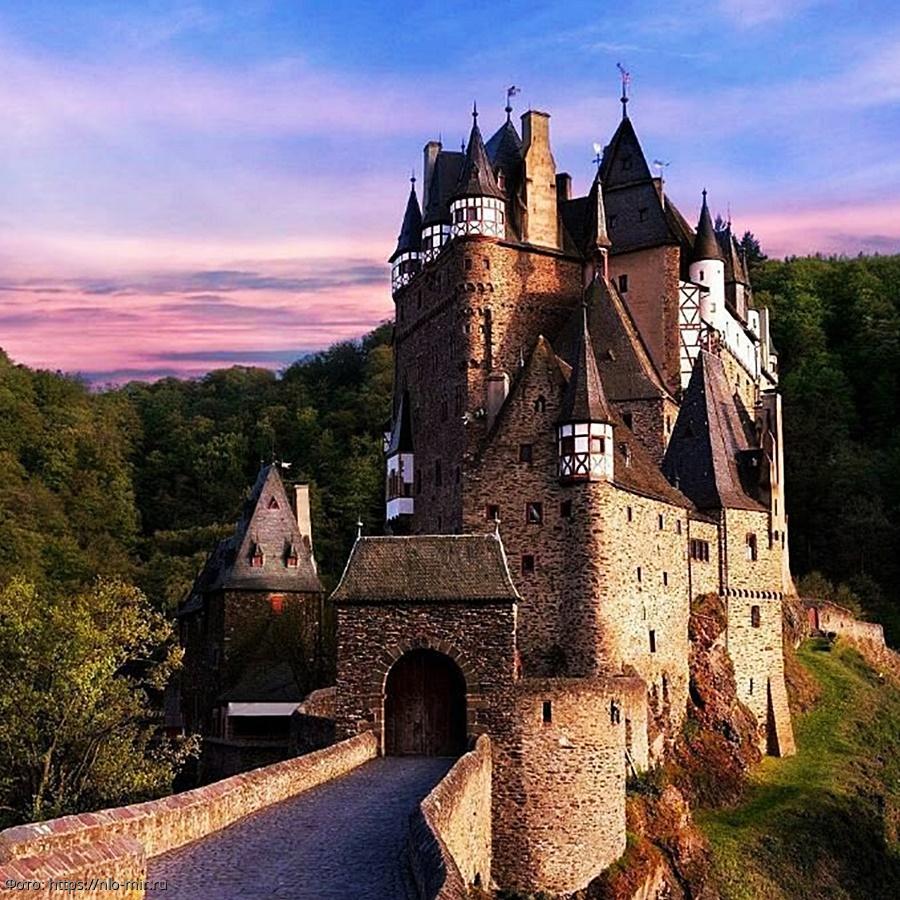 Замки европы фото с названиями города